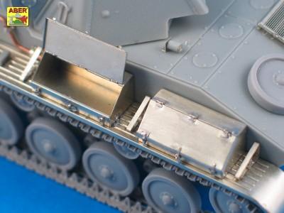 1:35 - T-70 - Soviet light tank  - 11