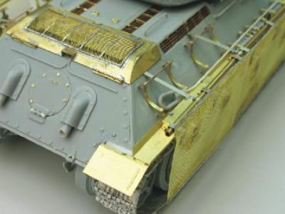 1:35 - Soviet medium tank T-34/85 - 14