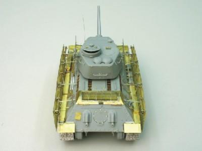 1:35 - Soviet medium tank T-34/85 - 3